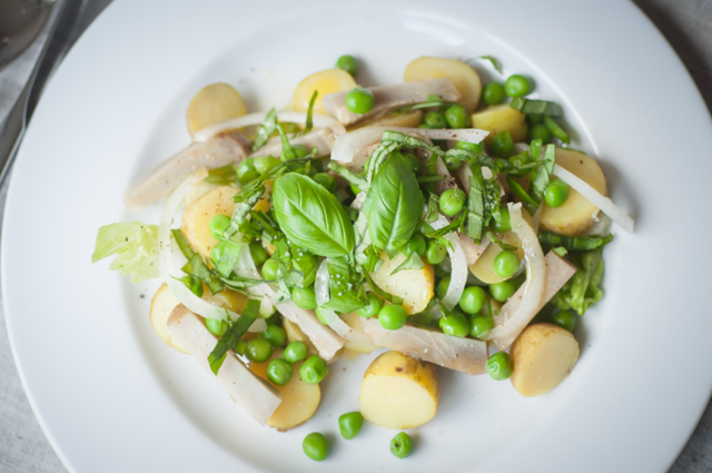 Potatoes, peas and artichokes spring salad_002