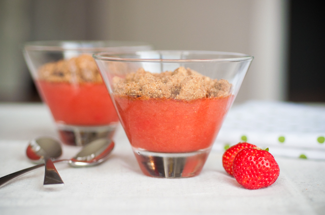 Strawberry and rhubarb crumble_001