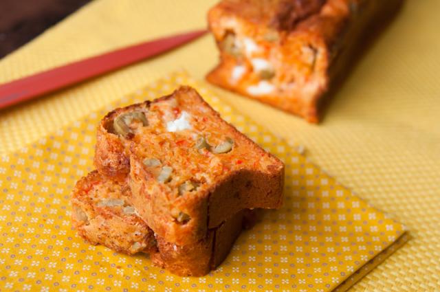 red pepper, olive and feta cake b_001